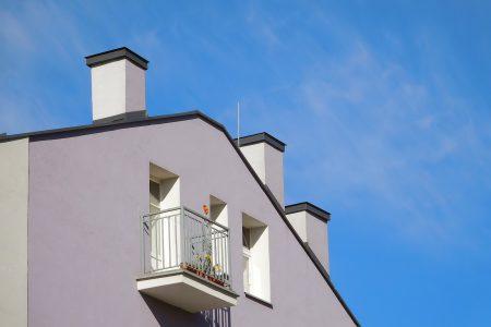 Przy planowaniu usytuowania budynku na działce budowlanej oraz jego budowie należy zachować odpowiednie odległości od granicy działki budowlanej.