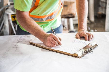 Kierownik robót budowlanych - kim jest i czym się zajmuje